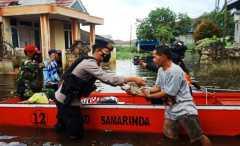 Polresta Samarinda lakukan patroli kemanusiaan di wilayah banjir